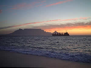 Sunset over Table Mountain from Blouberg's beach; Blouberg's location is ideal for long walks along the beach as well as for spectacular sunsets. Find Blouberg Capetown accommodation convenient for beaches, water sports and views of Table Mountain on our Blouberg Cape Town accommodation page.