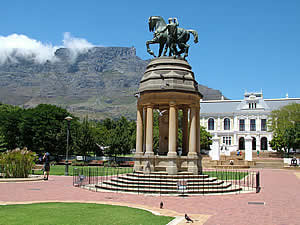 "Table Mountain, Cape Town, with the ""tablecloth"" beginning to appear; in the middle ground the South African Museum and in the foreground the Delville Wood Memorial commemorating the Somme battle in which the South Africans figured so prominently.  The 'Castor andd Pollux' sculture is duplicated at the cemetery in France.  Find Central Capetown accommodation convenient for museums, gardens and Table Mountain on our Central Cape Town accommodation page."