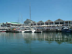 Cape Town's ever popular Victoria & Alfred Waterfront, a vibrant and exciting combination of working harbour, marina and historic location with abundant shopping, eating and entertainment opportunities.  Find Central Capetown accommodation convenient for museums, gardens and Table Mountain on our Central Cape Town accommodation page.