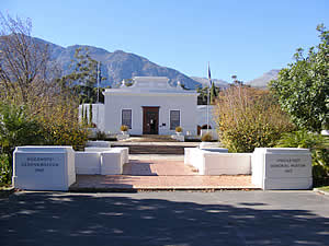The Huguenot Memorial Museum summarises the contribution of these French Protestants to South Africa.  Individual Huguenots had found their way to the country from the earliest settlement but the revocation of the Edict of Nantes in 1685 led to the first organised large-scale immigration. Find Franschhoek accommodation on our Franschhoek accommodation page.