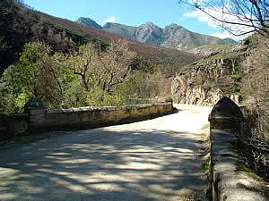 The Montagu Pass is the old route between George and Oudtshoorn.  A gravel road, narrow with passing places, it is precipitous in places.  The easier route is the Outeniqua Pass the other side of the valley.  Find George accommodation on our George accommodation page.