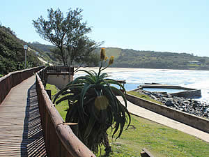 The boardwalk at Gonubie, the tidal pool and the main beach beyond.  Find Gonubie accommodation on our Gonubie accommodation page.
