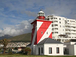 Green Point lighthouse was built between 1821 and 1824 at Green Point and should not be confused with Mouille Point lighthouse which stood near Granger Bay but which was demolished in the 1920's.  Find Green Point Cape Town accommodation on our Green Point Cape Town accommodation page.