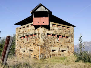 A 3-storey blockhouse built by the British at neighbouring Wellington during the Anglo-Boer War of 1899 to 1902.  Built to guard the railway bridge over the river North of town as part of the protection of lines of communication it never saw action.  Find Paarl accommodation on our Paarl accommodation page.