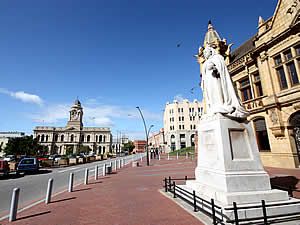 Port Elizabeth has some very fine architecture from Regency times on.  In Market Square the city hall can be seen on the left, the art-deco Pleinhuis in the centre and the Victorian library on the right with, appropriately enough, a statue of Queen Victoria outside.  Find Port Elizabeth accommodation on our Port Elizabeth accommodation page.