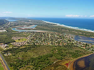 Sedgefield lies between Knysna and Wilderness, the sea and the lakes.  A small town, it is popular for holidays   and stop overs due to the variety of what it offers.  Find Sedgefield accommodation on our Sedgefield   accommodation page.