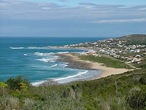 Jongensfontein is a few kilometres West of Still Bay and offers in addition good diving, snorkelling and angling as well as a nine hole golf course.  Find Still Bay accommodation on our Still Bay accommodation page.