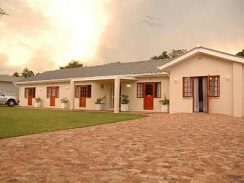 Colonel Graham Guest House Offers 19 Rooms Situated In Tranquil Private  Gardens With A Swimming Pool And Two Undercover Braai/barbeque Areas.