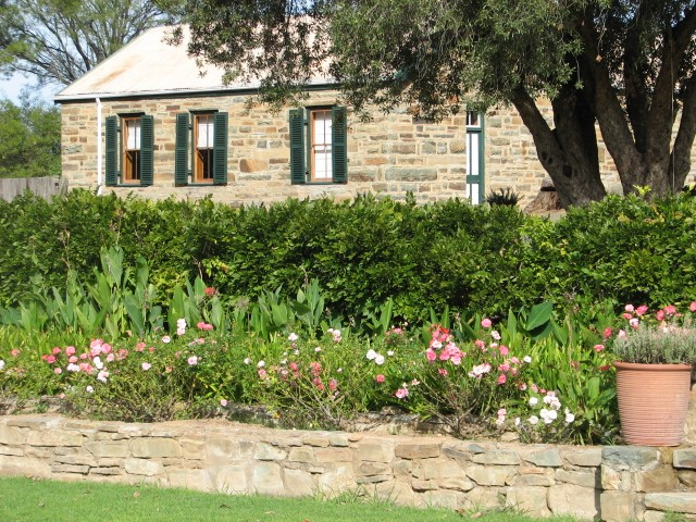 The Stone Cottage (69 km From Graaff-Reinet)