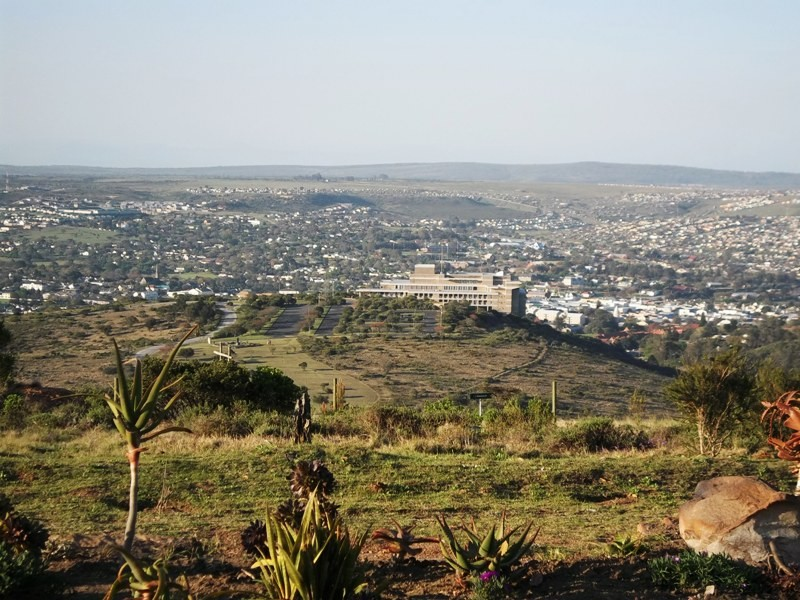 grahamstown_with_monument_in_foreground.jpg