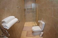 bathroom_of_standard_room_at_swanlake_accommodation.jpg