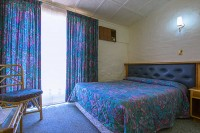 double_bedroom_at_merino_inn_hotel_colesberg.jpg