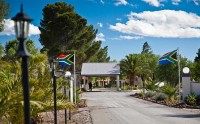 entrance_to_wagon_wheel_country_lodge_beaufort_west.jpg