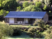 lupela_lodge_look_out_cottage_accommodation.jpg