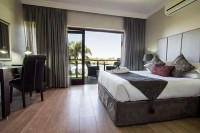 river_place_manor_de_luxe_room_overlooking_orange_river.jpg
