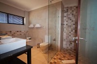 river_place_manor_ensuite_bathroom_of_a_superior_room.jpg