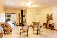 sitting_room_from_dining_area_karoo_country_guest_house_de_aar.jpg