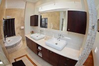 swanlake_accommodation_luxury_rooms_bathroom.jpg